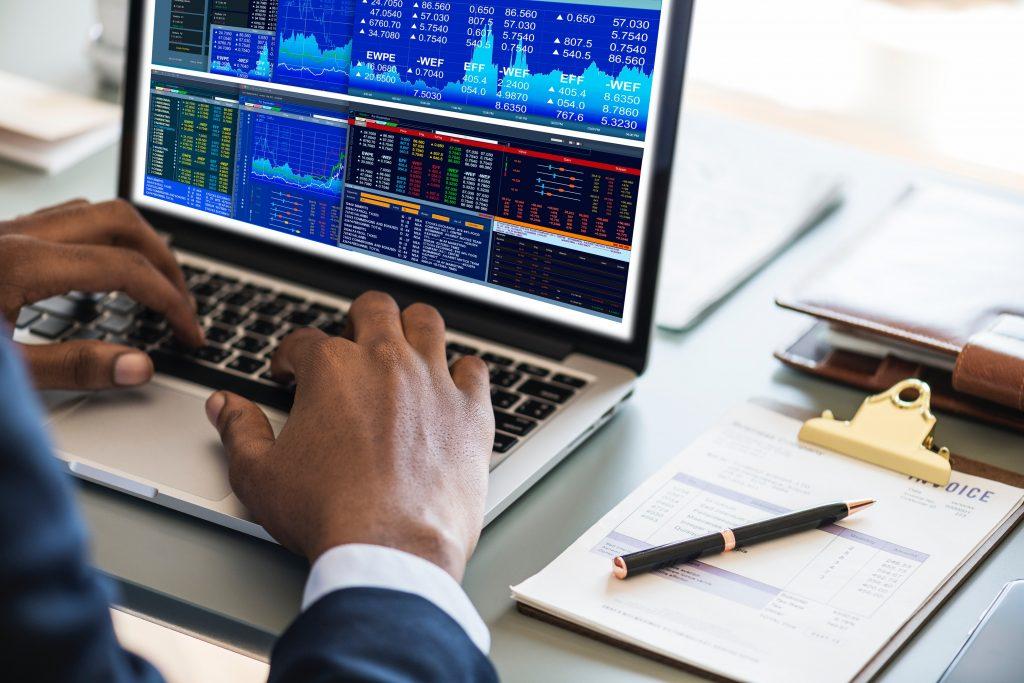 Investuotojai: gluminanti valdžios pareigūnų retorika gali sugriauti trapius pasitikėjimo likučius
