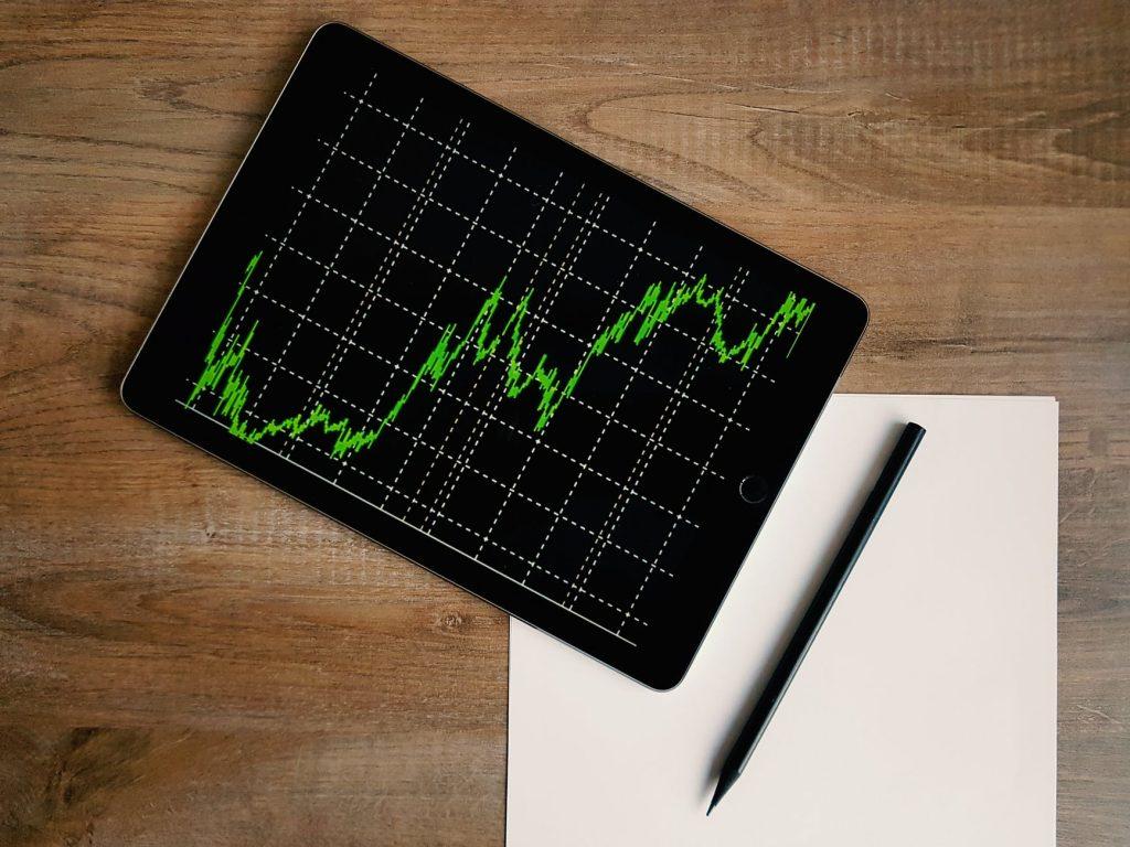 COVID-19 paveikti pensijų fondai balandį atidirbo beveik pusę šiemet patirtų nuostolių